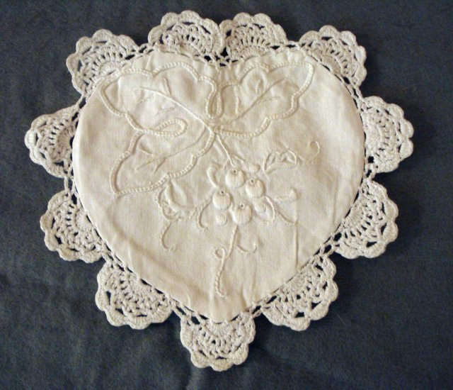 Whitework heart shaped sachet pocket crocheted lace edge hc2286