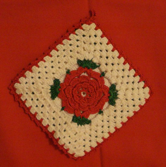 Granny square rose centers potholder and hot pad hand crochet vintage hc2322