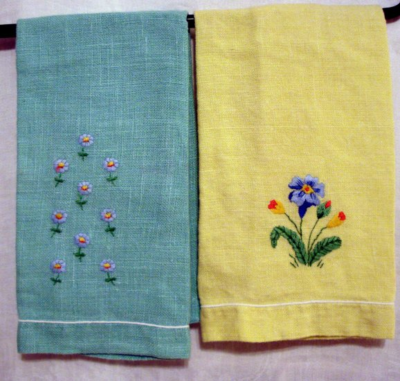 Pair vintage linen guest towels lemon mint hand embroidery piped hem  hc2326
