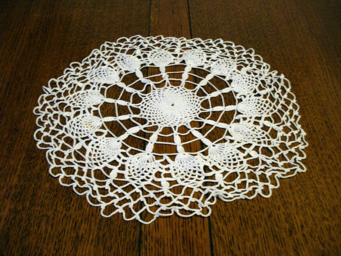 Hand crocheted lacy white doily pineapple motif perfect hc2330
