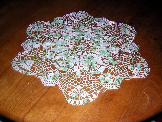 Buffet set of 3 green white varigated crocheted doilies Saint Patrick's Day hc1206