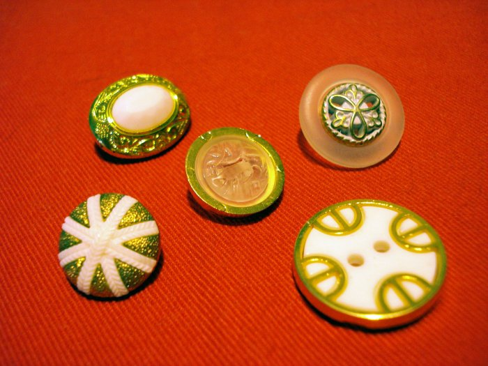 Buttons odd lot 5 white clear with gold tone for crafts jewelry vintage hc2401