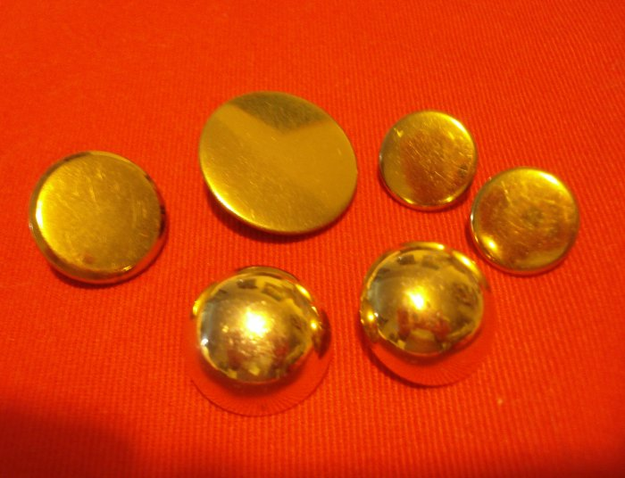 Buttons odd lot 6 gold tone metal buttons with shanks for crafts jewelry vintage hc2403