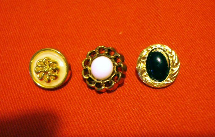 Buttons odd lot 3 small elegant buttons with shanks for crafts jewelry vintage hc2404
