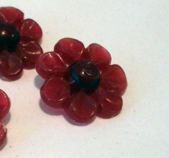 5 Red Bakelite buttons flowers sewing crafts very vintage hc2454