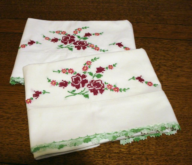 Pair embroidered cross-stitched pillowcases cotton standard crochet edge vintage hc2502
