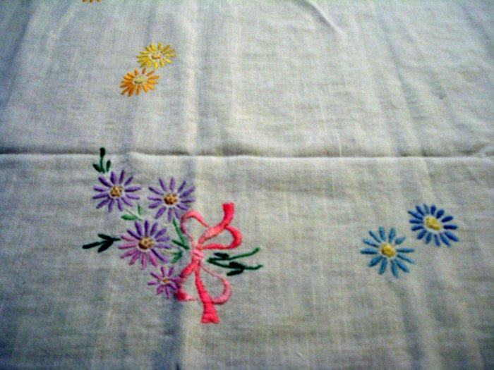 Depression era embroidered tablecloth cotton crochet edge vintage hc2503
