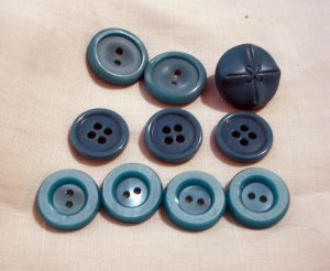 Mixed lot turquoise buttons 9 sew through 1 shank back  vintage for sewing crafts jewelry hc2539