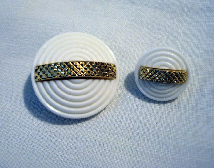4 white plastic buttons 2 sizes goldtone bars shank backs vintage for sewing crafts jewelry hc2555