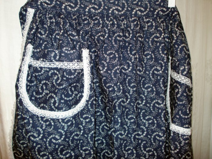 Handmade navy white hostess apron lace trim floral garlands larger size unused hc2565