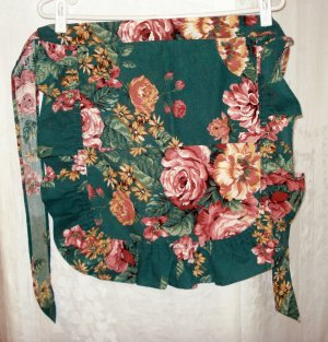 Half or hostess apron ruffled skirt large floral on green vintage hc2568