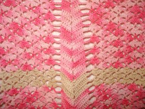 Hand crocheted hostess apron tan varigated pink great vintage hc2898