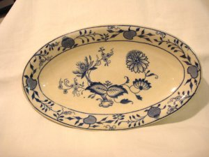Grimwades Stoke on Trent Carro onion pattern small platter 19th C hc2904