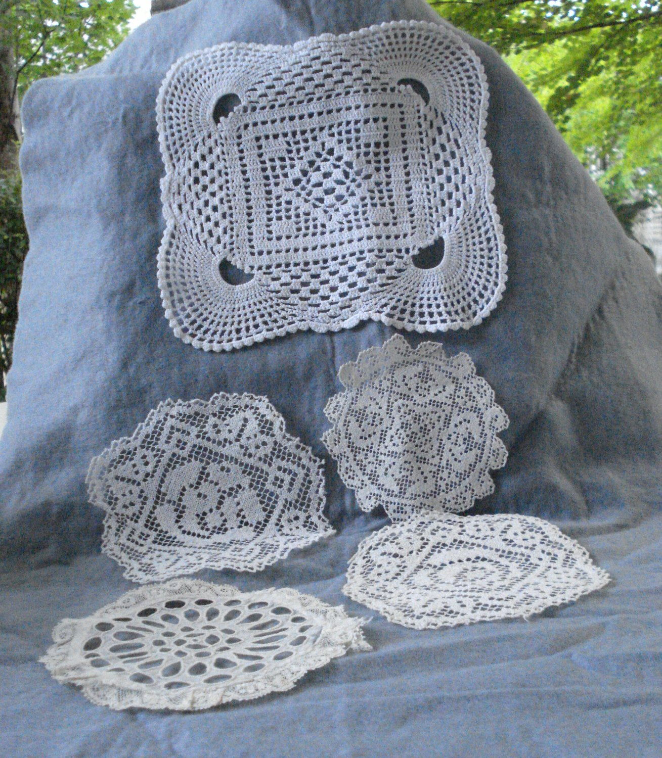 5 Mixed vintage doilies all perfect condition white ivory crafts or decor hc2993