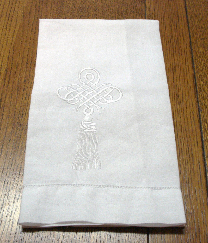 White linen guest towel embroidered tassel  frog threadwork hem vintage hc3231