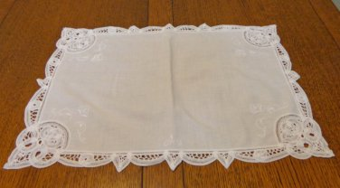 Battenburg lace on white cotton place mat or tray liner vintage hc3357