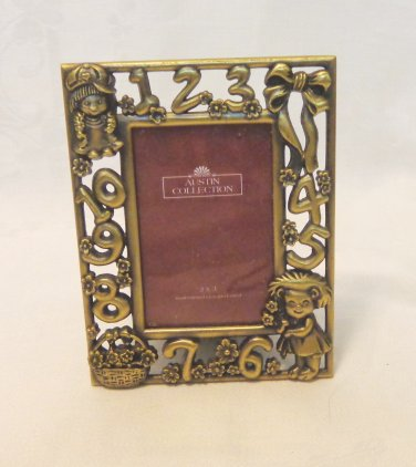 Small brass picture frame for child photos velvet easel back numbers 1 to 7 vintage hc3389