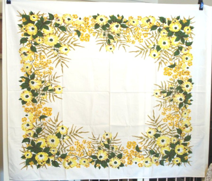 Printed cotton tablecloth yellow floral vintage linens 1940s hc1513