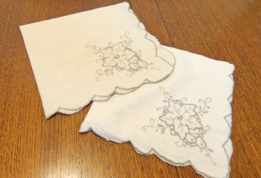 2 Vintage linen dinner napkins scalloped edges oatmeal linen taupe embroidery cutwork hc3416