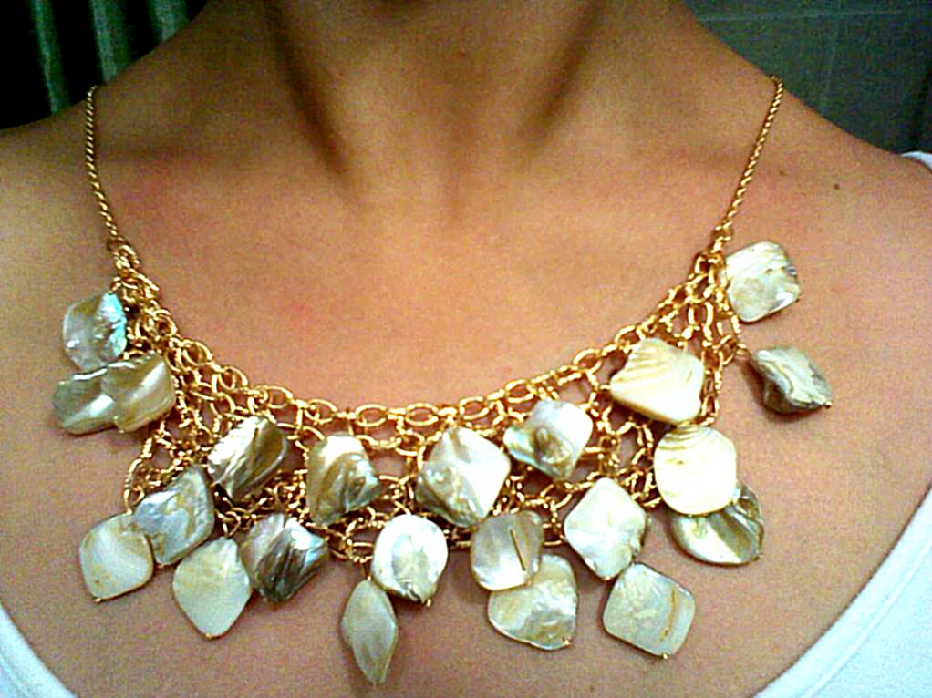 Gold chain necklace with stone clusteres