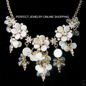 luxurious flower necklace