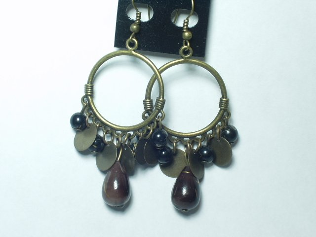 Copper tone earring with tear drop style boulder bead
