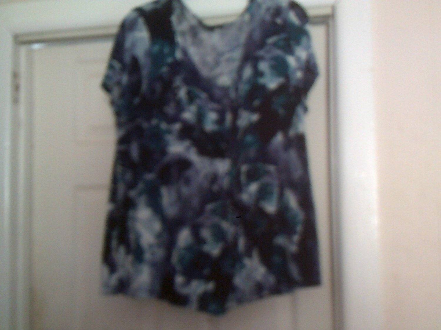 ladies shirt,blouse apt.9 size 1X short sleeve multi-color like new
