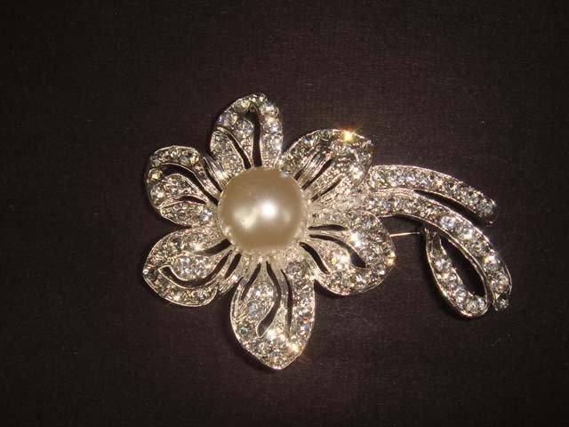 Bridal Faux Pearl Flower Rhinestone Brooch pin Pi455