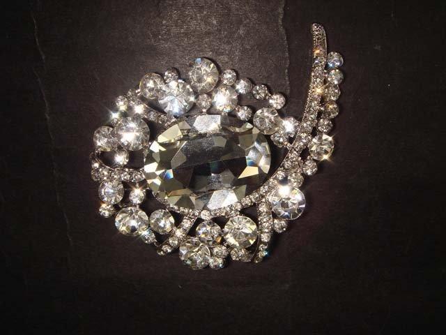 Bridal cake Faux pearl Rhinestone Brooch pin PI374