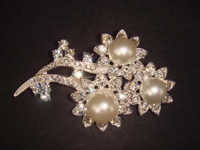 Bridal Faux Pearl Flower Rhinestone Brooch pin PI451