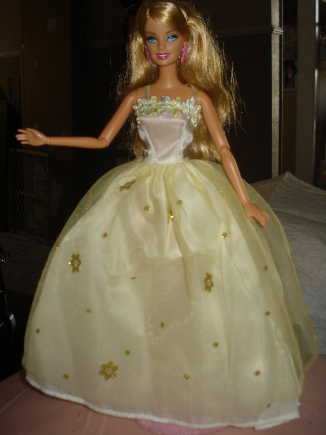 Silkstone Barbie lite yellow formal with gold flowers - ed36