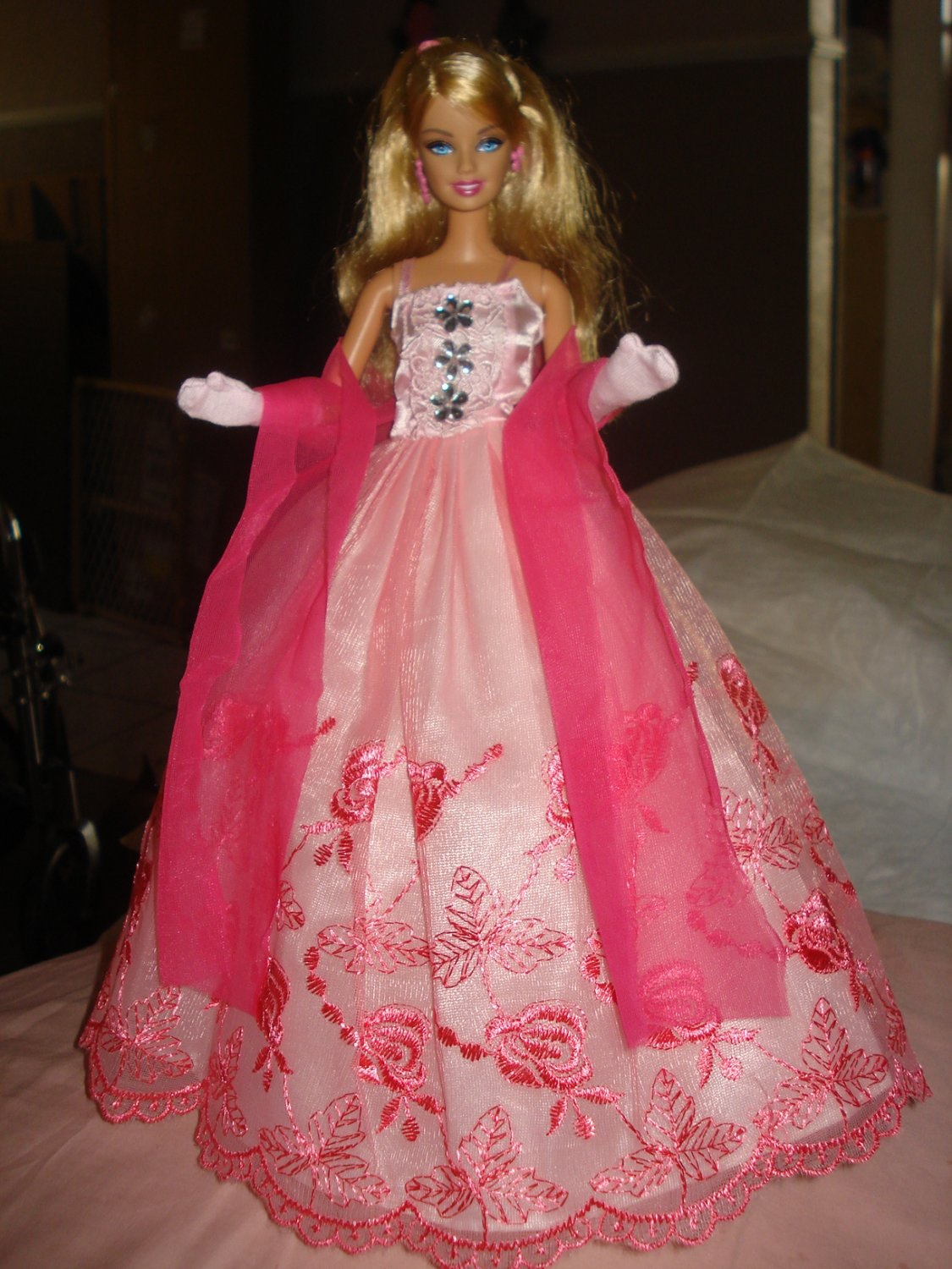 Silkstone Barbie formal in pink lace with a pink shawl - ed38