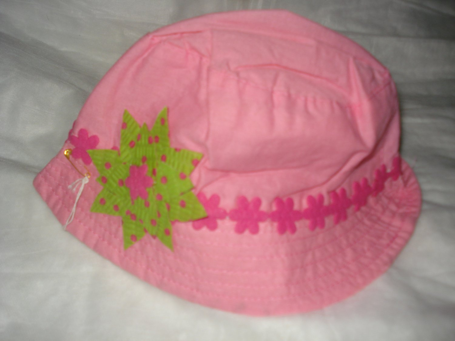 Baby / toddler hat in pink with pink floral trim & green flower-ekho1g