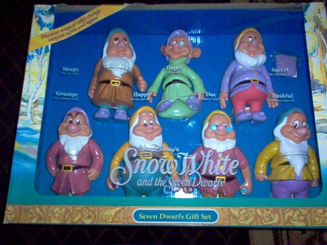 Snow White & Seven Dwarfs Doll Gift Set