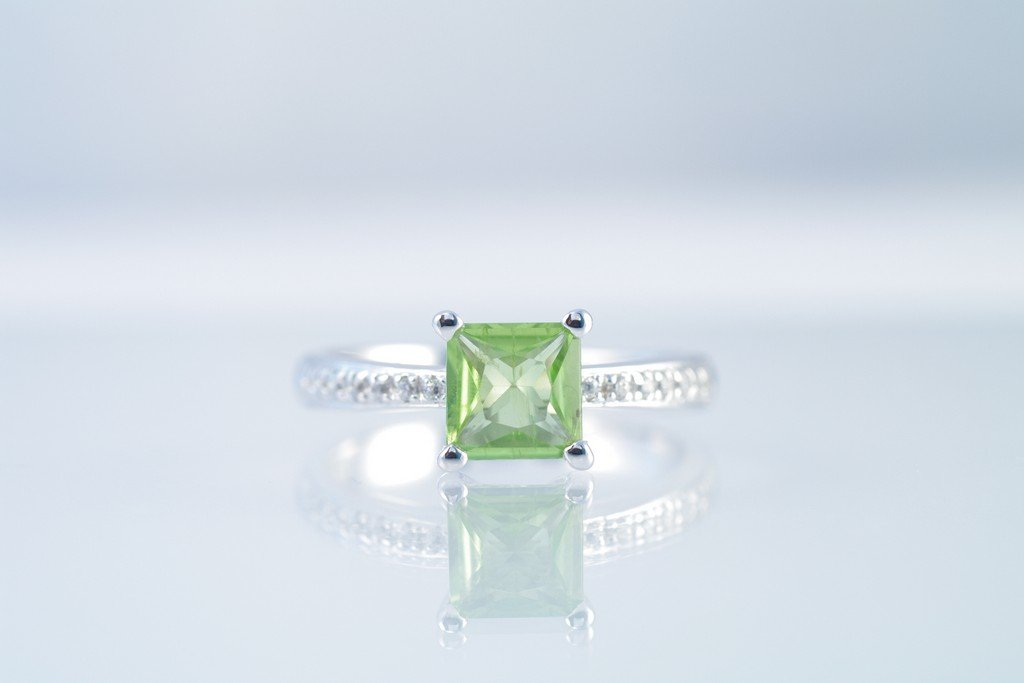 Peridot ring w/ CZ. 925 sterling silver W/G plated