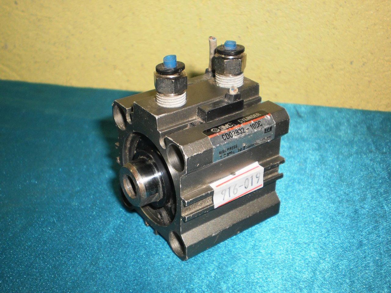 SMC CD02B32-10DC Cylinder