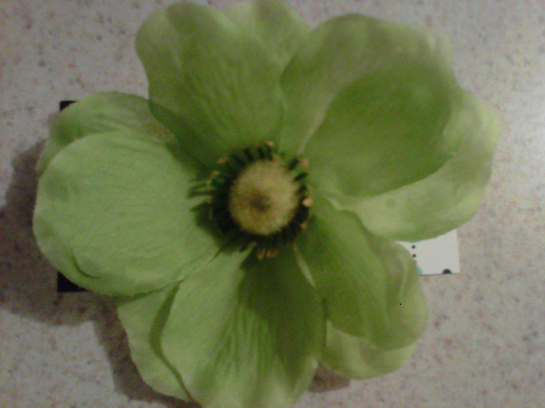 Green Petalle Flower Clip