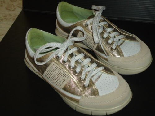 "EARTH COUTURE ""Kindle"" Gold Athletic Shoe, Size 6 EUC"
