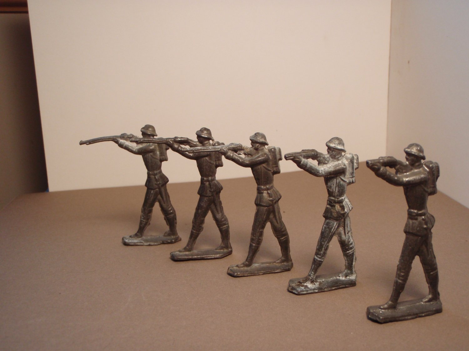 "Vintage Lead "" Flats"" Toy Soldiers (5)"