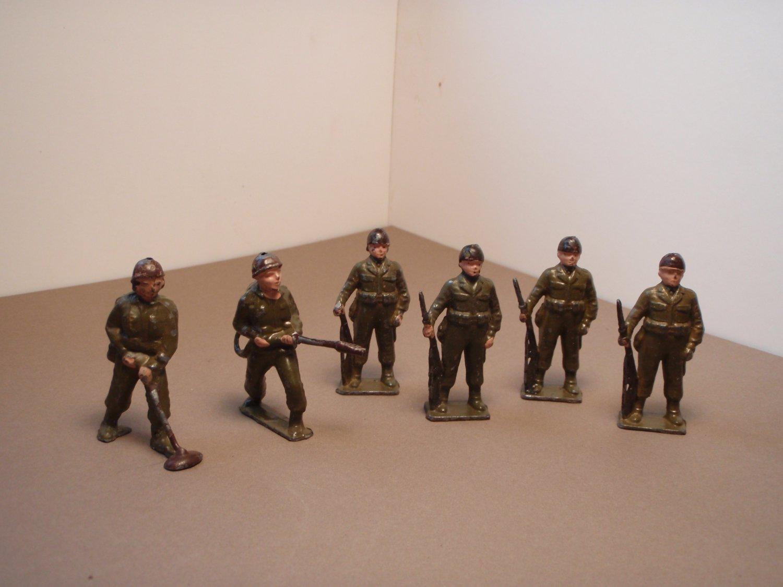 Cherilea Lead soldiers ( 6 soldiers) 1940's