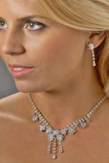 Floral Rhinestone Necklace Set