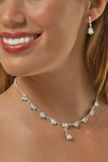 Delicate Flower Drop Rhinestone Necklace Set