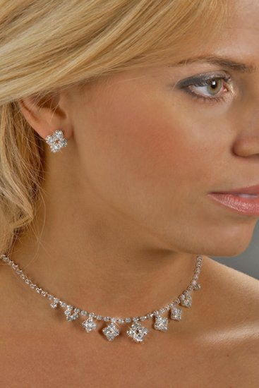 Diamond-Shape Rhinestone Necklace Set