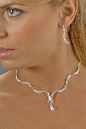 Wavy Rhinestone Jewel Necklace Set