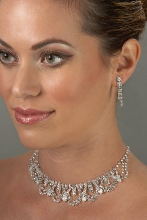 Royal Pearl and Rhinestone Necklace Set