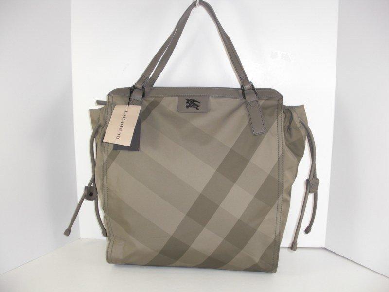 New Burberry Bayleaft Small Buckleigh Handbag