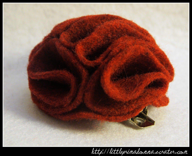 Felt flower alligator clip - Dark Red