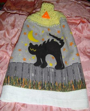 HALLOWEEN BLACKCAT ON FENCE Crochet top kitchen towel