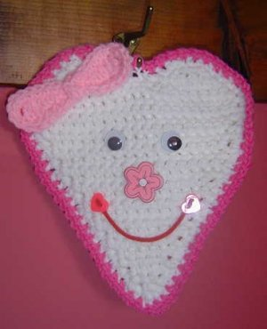 WHITE SMILEY HEART POTHOLDER/WALLHANGING