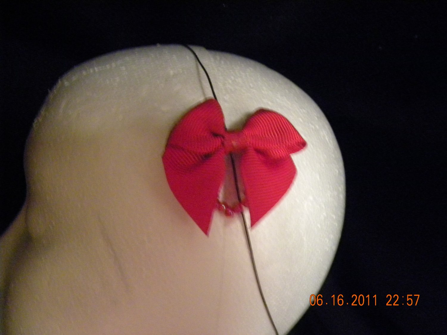 red bow clip